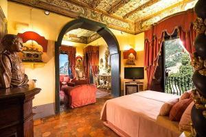 Cantora está com Laryssa Bottino e Ariadna Arantes em palácio exclusivo de Positano, na Itália, que tem estrutura de luxo