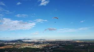 Piloto não tem habilitação da Federação Capixaba de Voo Livre para atuar como instrutor de voo duplo. Luiz Bessa, de 34 anos, morreu depois de cair de parapente em Viana