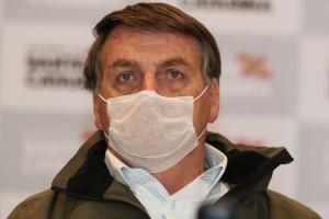 A apoiadores, presidente disse que fez exame no pulmão e que 'está limpo', mas fará outro teste para detectar o novo coronavírus