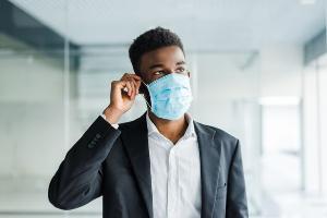Infectologistas e farmacêutica esclarecem dúvidas importantes da população a fim de evitar os impactos gerados pela desinformação sobre a doença