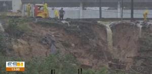 Trecho da Rodovia do Sol, em Ponta da Fruta, ficou completamente interditado por cerca de 4 horas nesta quarta (23)