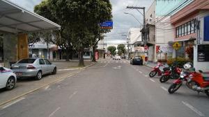 Prefeitura considerou decisões do Supremo Tribunal Federal (STF), que estabelecem ao município a competência para fixar horários de funcionamento para estabelecimentos comerciais, mesmo estando em Risco Alto de transmissão da Covid-19