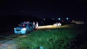 De acordo com informações da Polícia Militar, o veículo, um Toyota Corolla, foi incendiado e abandonado na Rodovia Leste Oeste