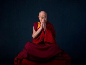 Líder espiritual do budismo tibetano reuniu conversas, mantras e ensinamentos religiosos nas músicas