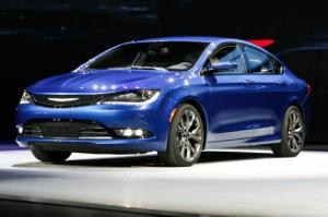 2015 Chrysler 200 First Look - Motor Trend