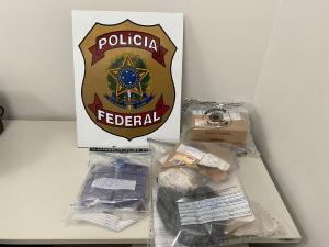 Operação 'Entrega Certa' foi realizada nesta quinta-feira (22) e contou com a participação de 11 policiais federais. Um homem foi preso e um menor apreendido