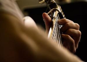 O pesquisador José Roberto Santos Neves analisa a importância da obra do violonista capixaba, nascido em 19 de julho de 1925