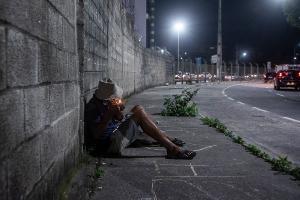 Enquanto parte da população se isola em suas casas, usuários de drogas e moradores de rua encaram a doença como apenas mais um risco entre os que já estão expostos diariamente