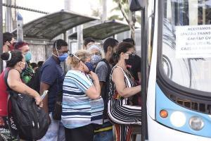 Por mais que o governo tenha avançado com investimentos no transporte público, ainda deixa a desejar na sua tarefa de garantir o deslocamento da população com um mínimo de conforto e segurança