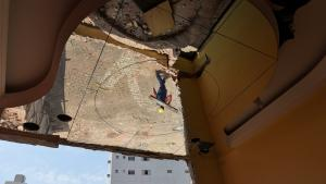 O planejamento prevê a abertura de mais uma via para facilitar a mobilidade urbana no bairro Itapuã. Os trabalhadores começaram a demolição na última segunda (14)
