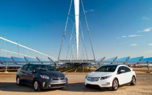 2012 Chevrolet Volt vs. 2012 Toyota Prius Plug-in - Comparison - Motor Trend