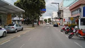 A medida está sendo adotada após os dois municípios entrarem no grupo de risco moderado de contaminação pela Covid-19