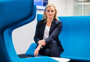 DNB-Sandmæl i mobbe-debatt med gründer etter TV 2-intervju – banken tar henne i forsvar | Kampanje