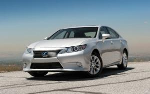 2013 Lexus ES 350 and ES 300h First Test - Motor Trend