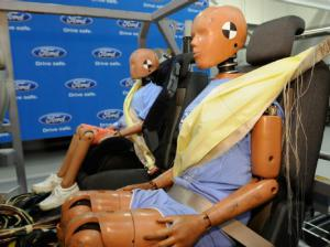 Ford Expanding Rear Seat Belt Air Bag Use