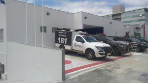 Segundo a Eco 101, concessionária que administra a rodovia, a colisão a moto foi atingida por um caminhão que seguia no sentido contrário, no quilômetro 93 da rodovia federal