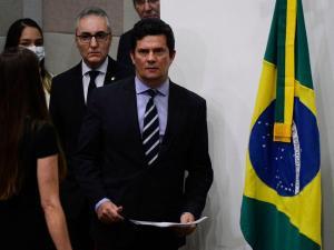 Já o presidente da Câmara, deputado Rodrigo Maia (DEM-RJ), defendeu a legitimidade de Aras para questionar os métodos da investigação