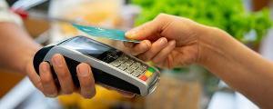 A pandemia revolucionou rapidamente as transações financeiras. Moeda em papel e até o cartão de crédito caíram em desuso e dão ligar às operações sem contato físico e até vestíveis, como relógios e pulseiras