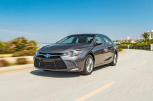 2015 Toyota Camry Hybrid First Test - Motor Trend