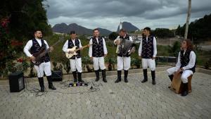 Com 15 anos de existência, grupo Up Pomerisch é a única do Espírito Santo a cantar hits brasileiros na língua estrangeira; músicos querem manter a tradicional cultura viva