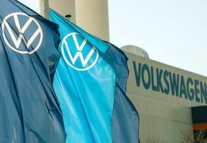 Bilbransjen øker reklametrykket etter koronakrisen - her er Norges ti største annonsører akkurat nå
