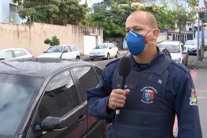 Dois homens renderam um morador que guardava o carro na garagem de casa no bairro Aribiri na noite desta segunda, mas acabaram perseguidos pelo irmão da vítima e alcançados pela Guarda
