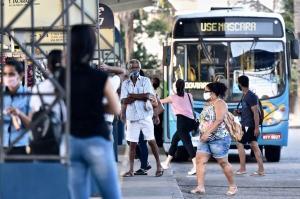 Chefe da pasta de Mobilidade e Infraestrutura, Fábio Damasceno afirmou que a frota reduzida do Transcol consegue atender a população. Declaração foi alvo de críticas de passageiros, que continuam relatando superlotação