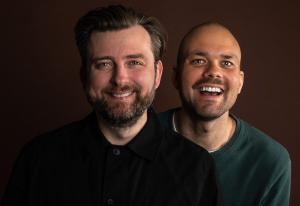 Berrum og Beyer tar med seg «Norges morsomste podkast» til NRK