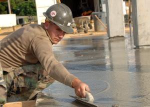 Interessados podem fazer o cadastro no Sine; há chances para cargos como pedreiro e auxiliar de limpeza