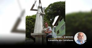 Anjo de aço foi instalado na rampa de acesso à igreja católica de Araguaia, distrito de Marechal Floriano