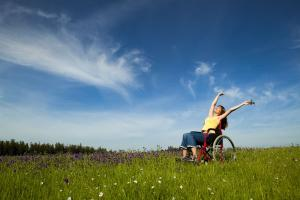 Assim como as flores e plantas encontram em setembro seu momento de maior energia e exuberância, nós, pessoas com deficiência, também nos renovamos no Dia Nacional de Luta das Pessoas com Deficiência para florescer em direção a um espaço de visibilidade, conquistas e direitos