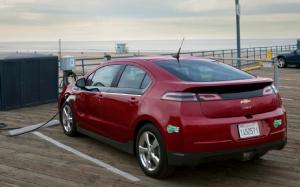 GM CEO Akerson Promises 200-Mile Electric Car, 15-Percent Weight Loss