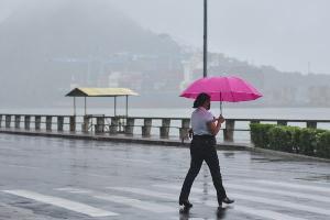 A causa de muitas nuvens, do tempo chuvoso e da queda das temperaturas máximas é a umidade vinda do mar, segundo o Incaper