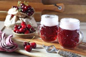 Inseridas em forma de suco ou in natura, frutas como cereja, framboesa, pitanga e maracujá conferem à bebida um toque bem especial