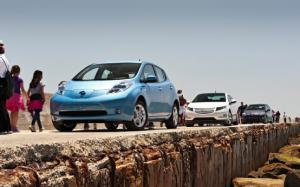 2011 Chevrolet Volt vs 2011 Nissan Leaf vs 2011 Toyota Prius - Battery Cost - Motor Trend