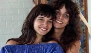 A atriz Daniella Perez, filha de Glória foi assassinada em 1992 pelo então colega de novela, Guilherme de Pádua, e sua esposa, Paula Thomaz