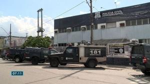 A família da vítima esteve no Departamento Médico Legal, em Vitória, para reconhecer o corpo
