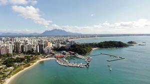 Alugar barcos e lanchas atrai viajantes que buscam alternativa às aglomerações das praias, distanciamento social e contato com a natureza