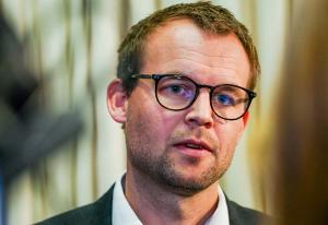 Tidligere Vårt Land-redaktør og KrF-rådgiver slakter Ropstads pressekonferanse