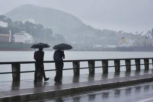 Passagem de frente fria vai provocar chuva sobre o Espírito Santo e ondas podem chegar a 2,0m
