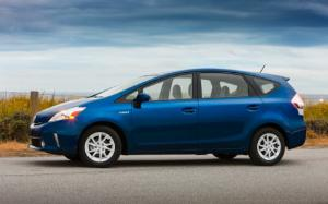 2012 Toyota Prius V First Drive - Motor Trend
