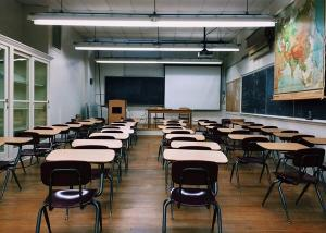 Pais e professores mostram-se inseguros com a perspectiva do retorno presencial ainda em 2020 e mobilizam a internet com hashtag #meufilhonãovaivoltar