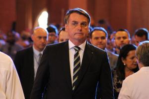 Jair Bolsonaro tem duas armas apontadas para ele: o impeachment e a explosão dos invisíveis. O Congresso não resiste ao barulho das ruas e das redes. A pandemia força Brasília a acertar as contas com o Brasil