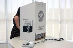 Desde 2018 o Tribunal Superior Eleitoral regulamentou o uso de nome social em título de eleitor para transexuais e travestis
