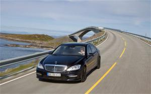 2011 Mercedes-Benz S63 AMG First Drive - Motor Trend