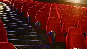 Também será permitido o consumo de alimentos e bebidas dentro das salas de cinema