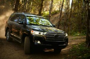 2016 Toyota Land Cruiser First Look Review - Motor Trend