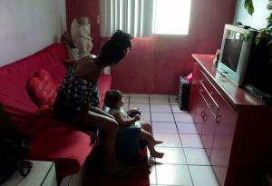 As famílias que vivem em áreas de vulnerabilidade social estão entre os mais afetados pela crise econômica causada pela pandemia. Passaram a viver, em sua maioria, de doações, mas ainda assim não perderam o sonho de mudar suas realidades