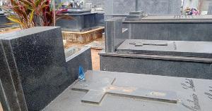 Estátuas de mármore, letras de identificação de bronze e metais dos túmulos foram alvo de ladrões nas últimas duas semanas na cidade