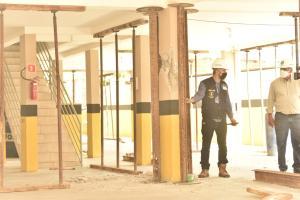 Além dos moradores do prédio, outras pessoas que moram no entorno e um comerciante tiveram que deixar o local por medidas de segurança